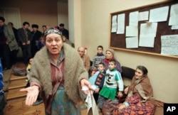Вірменські біженці залишають Баку, січень 1990 року