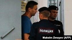 Алексей Навальный в отделе полиции
