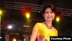 Певица Роза Рымбаева.