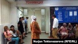 Реанимацияда күткөн Курманалиевдин жакындары