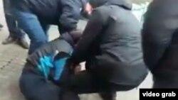 Затримання Аріфа Джабарова 18 січня (кадр із відео)