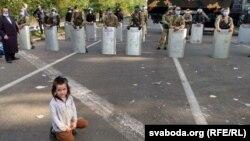 Хасиди чекають на білорусько-українському кордоні: другий день у фото