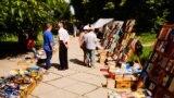 Книжный рынок в Симферополе, июль, 2019 год