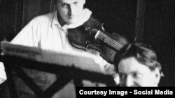 George Enescu cu Yehudi Menuhin (Foto credit: Bruno Mointsaingeon, Passion Menuhin).