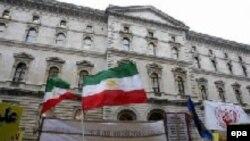 İran Milli Müqavimət Şurası tərəfdarlarının etiraz aksiyası, London, 16 yanvar 2006