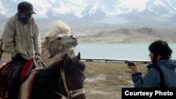 Высокогорная трасса Каракорум в Китае по дороге в горы