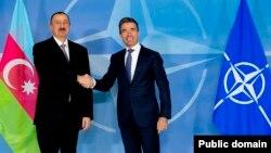 Президент Азербайджана Ильхам Алиев (слева) и Генеральный секретарь НАТО Андерс Расмуссен (справа), Брюссель. 15 января 2014