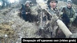 У штабі ООС вважають, що в кадрі – російські військовослужбовці