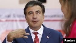 Президент Саакашвили парламенттик шайлоодо добуш бергенден кийин. Тбилиси, 1-октябрь 2012