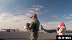 Операция по эвакуации граждан Казахстана из Сирии — на распространенном властями страны снимке без указания даты съемки.