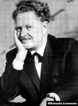 Türk şairi Nazim Hikmət.