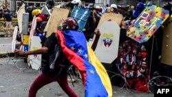 Архивска фотографија: Опозициски протести во главниот град на Венецуела, Каракас, на 22 јули 2017
