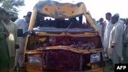 Мирпур елді мекені маңында апатқа ұшыраған мектеп автобусы, Пәкістан, 10 маусым 2011 жыл. (Көрнекі сурет)