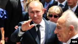 Владимир Путин и Шимон Перес во время церемонии памятника в городе Нетанья, 25 июня 2012 г.