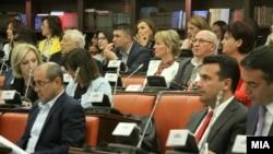 Kryeministri Zoran Zaev gjatë debatit në Komisionin për çështjet kushtetuese.