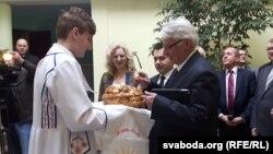Министр иностранных дел Польши Витольд Ващиковский посещает родной город своей матери Волковыск в Белоруссии