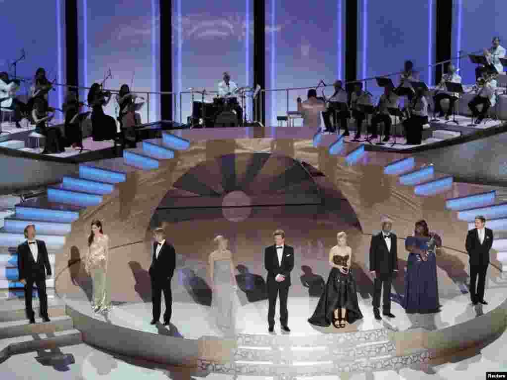 "Nominirani za najbolju glumicu i glumca - Jeff Bridges ( ""Crazy Heart""), Sandra Bullock ( ""The Blind Side"" ), George Clooney ( ""Up in the Air"" ), Helen Mirren ( ""The Last Station""), Colin Firth ( ""A Single Man"" ), Carey Mulligan (""An Education"" ), Morgan Freeman (""Invictus"" ), Gabourey Sidibe ( ""Precious""), Jeremy Renner ( ""The Hurt Locker"") i Meryl Streep ( ""Julie & Julia"" )"