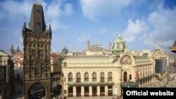 Народний дім у Празі тісно пов'язаний і з історією України