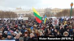 Акция памяти Бориса Немцова на Марсовом поле в Петербурге