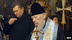 Митрополит Володимир і Віктор Янукович у Києво-Печерській лаврі, 16 січня 2010 року