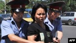 Полиция задерживала демонстрантов в центре Бишкека