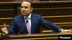 Armenia - Prime Minister Hovik Abrahamian speaks in the parliament, Yerevan, 27Apr2016.