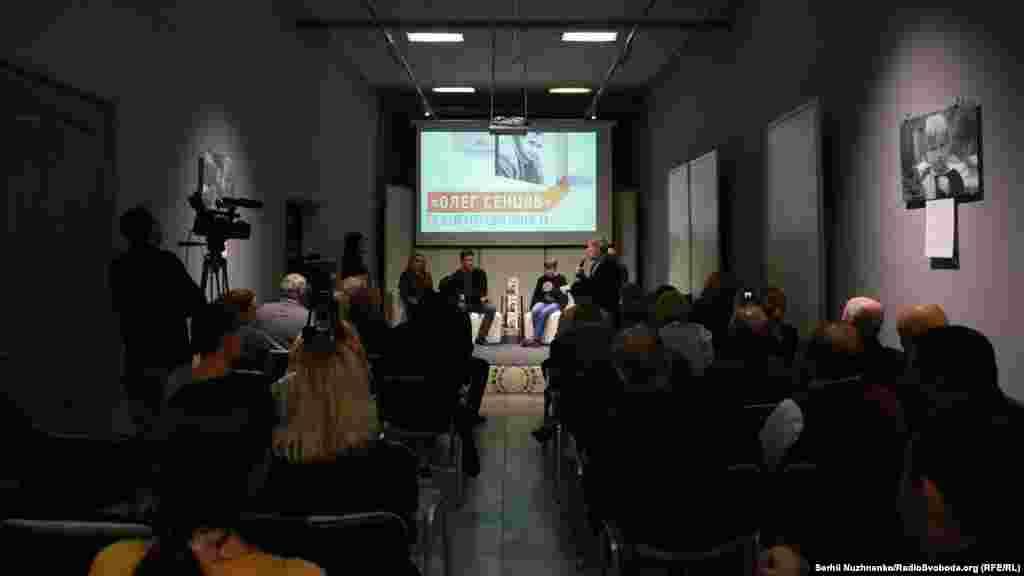 В Киеве в «Крымском доме» в конце 2017 года состоялась презентация книги «Олег Сенцов» издательства «Фолио»