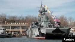 Иллюстрационное фото: военный корабль в Севастополе, 23 февраля 2016 года