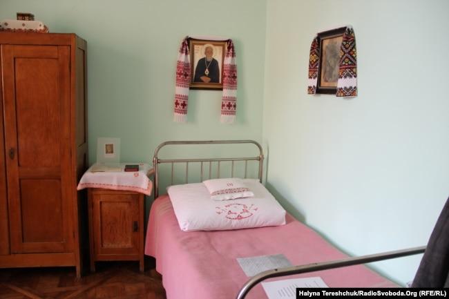 Ліжко єпископа Василя Величковського, на якому помер єпископ Миколай Чарнецький