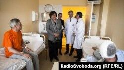 Поранених на київському Майдані лікують у польському шпиталі МВС. Їх відвідала Анна Коморовська