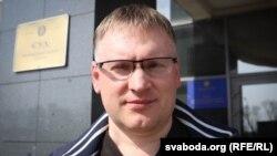 Анатоль Шумчканка каля суду Маскоўскага раёну