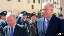 Glavni tajnik NATO-a Jaap de Hoop Scheffer i hrvatski premijer Ivo Sanader u Zagrebu