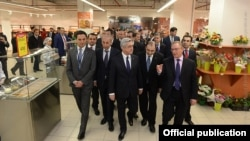 Серж Саргсян на открытии супермаркета французской сети «Карфур», Ереван, 11 марта 2015 г.