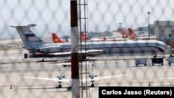 """Ресей қорғаныс министрлігінің """"Ил-62"""" ұшағы Каракас әуежайында. Венесуэла, 24 наурыз, 2019 жыл."""