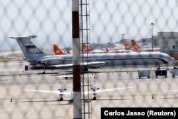 Российский военный самолет на аэродроме вблизи Каракаса. 24 марта