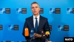 Єнс Столтенберґ також закликав Москву звільнити захоплених у листопаді 2018 року біля берегів анексованого Криму українських моряків