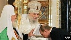 Церковь в России становится все ближе к государству