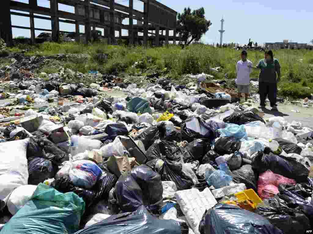 Аргентинская река Мантаса - в первой десятке самых загрязненных мест на земле. Небольшие заводы, расположенные по берегам реки, на протяжении многих лет сбрасывают в нее производственные отходы. Несколько раз власти выделяли средства на очищение реки, но из-за масштабной коррупции процесс так и не был завершен