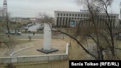 Жаңаөзен оқиғасы туралы Saule540 видеосы түсірілді деген 33-үйдің терезесінен қарағандағы көші көрінісі. Жаңаөзен, 10 желтоқсан 2012 жыл.
