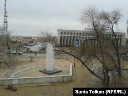 Вид на площадь с окон дома № 33. Жанаозен, 10 декабря 2012 года.