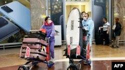 Пасажири в аеропорту e Китаї, ілюстративне фото
