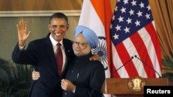 АҚШ президенти Б.Обама (ч) ва Ҳиндистон Бош вазири М.Сингҳ, Деҳли ш., 2010 йил 8 ноябр.