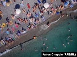 Пляж в Гаграх. 2014 год