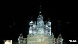 Ледяная копия собора Василия Блаженного - форпост России в Лондоне