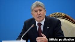 Алмазбез Атамбаєв У березні заявив, що готовий судитися з киргизькою службою Радіо Свобода «в міжнародних судах»