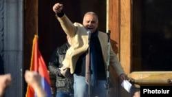 Раффи Ованнисян во время митинга на площади Свободы, 2 марта 2013 г.