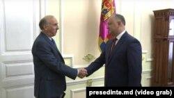 James Pettit și Igor Dodon