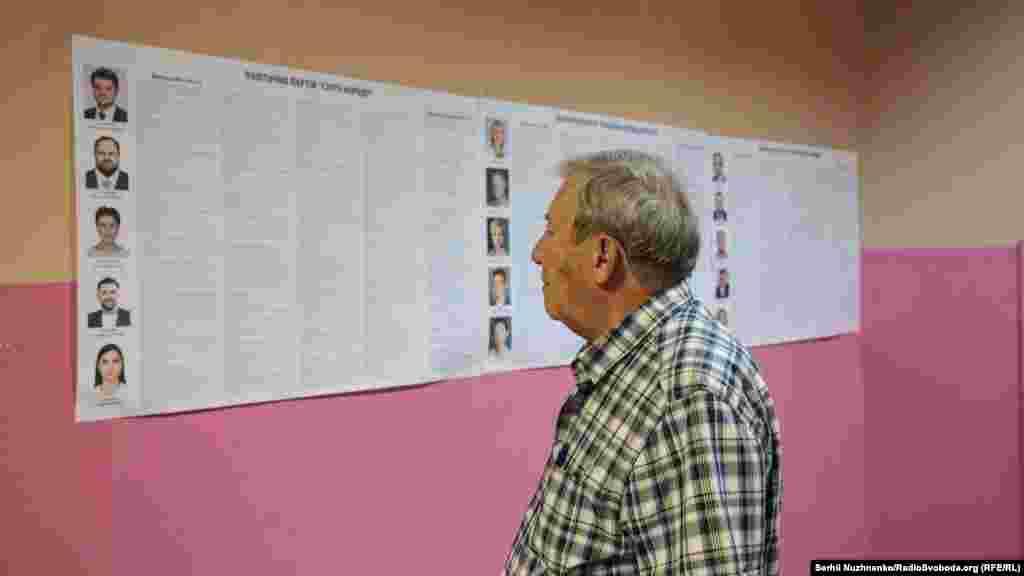 Избирательные участки открылись 21 июля в восемь утра