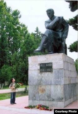 Əli Kərimin heykəli