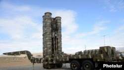 Armenia - A Russian-made S-300 air-defense system of the Armenian armed forces put on display during a military exercise, 8Oct2013.